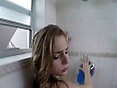 सिडनी कोल सह facialed में कमरे में स्नान