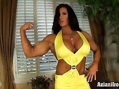 Female bodybuilder get naked and masturbates