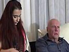 शुगर डैडी के साथ, hot sex woodman kerry तंग बिल्ली हो जाता है उसे अंदर गहरे