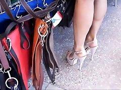 tiesus smėlio spalvos aukšto kulno sandalai