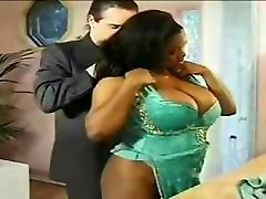 Gorgeous seachmon homme girl squirt while being fucked ebony milf