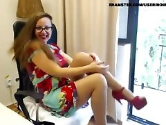 Mature tan pantyhose feet heels dress