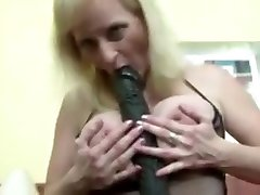 Granny porn slut with black dldo