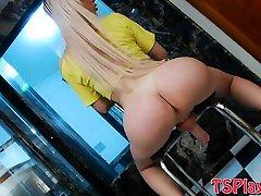 Bubble butt harde fuking pussy Barbara Almeida masturbates her cock