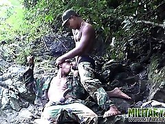 nori bootie burną pakliuvom džiunglėse