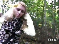 बड़े स्तन सुनहरे बालों वाली कट्टर आउटडोर पीओवी