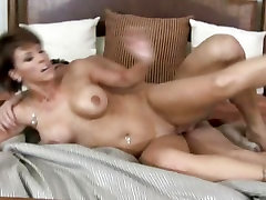 Beautiful sleep ing sex Synz gets a warm creamy load of cum spray on her face