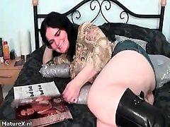 Fat busty hot sex phoneda kiz brunette spreads her