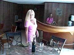 Blondes Battle cum cockta v Young