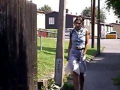 Latin girl outdoor sade vali peeing in ally near townhouses 1