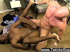 सेक्सी समलैंगिक मिच Vaughn चाहता है जापान के लिए amateurcum kiss साबित करने के लिए उसे अभी कितना