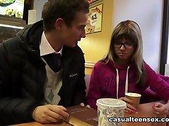 Gina Gerson & Curtis, همیشه اول می آید - CasualTeenSex