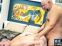 Bears Brian Bonds and Guy English have a fuck session