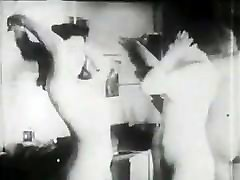 Mature spying on boyfriend lesbians! Retro film!