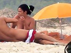 Couple-Nudist-Beach