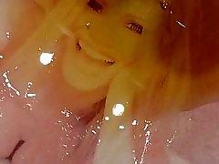 Pee on Michelle Hunziker