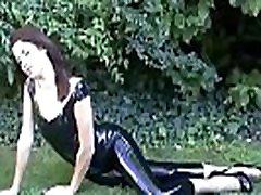 lauko latekso fetišas gražuolė anastasija kelia fetišas dėvėti erotinis personalinė paroda