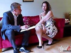 agedlove karstā nobriedusi dāma, savaldzinot uzņēmējs