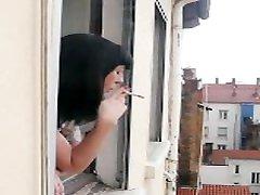 जोली voisine एसई मोरक्को devant ला fenêtre