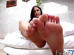 Feet loving cutie Sarah Oliviera loves playing around solo