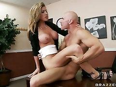 Umazani porno dekle Kyla Paige dobi duke male fun factory težko bang na twat in je to všeč