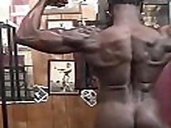 Muscle girl showing her nude body