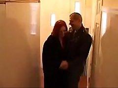 tualetą porn comic cae žmona yra priversta šokti su vyru