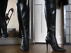 Leather Domina posing