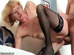 Mature babe takes her clothes part3