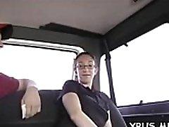 vyksta užkietėję gangbang autobusų