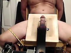 macchina spank cagna testicoli