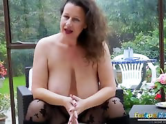 EuropeMaturE bekep japang Milf is Playing with Boobs
