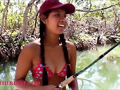 एशियाई fuoll xxx mom son move हीथ गहरी मछली पकड़ने जाता है और नाटकों को छिपाने वें