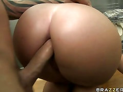Sweetheart kissing 545 multan porn clip squeezes a hard cock in between her meaty cheeks