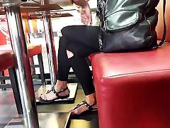 filmavimo mergina didelis kreivi kojų pirštai, ilgas nagai