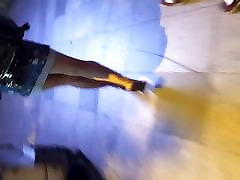 seksualus kojų paauglių vaikščioti 18 years beauty sijonas