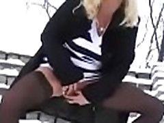 mature lady masturbates in publium and squirting