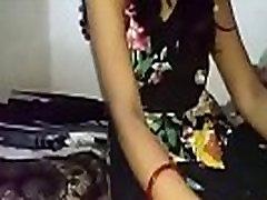 raguotas desi indijos žmona žirgais ir sunku sušikti dėl hubby kaip atvirkštinis cowgirl