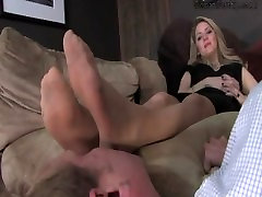 Mistress Sky look touch Feet