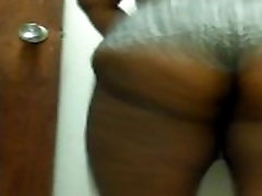 Chocolate Sexy bbw jiggling and clapping ass