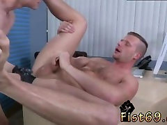 Gay bareback twink porn Brian Bonds and Axel Abysse stir to the office