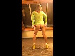MILF stripteasing sunny sex anima shaking ass in lace lingerie elle hurle comme une salope stripper heels