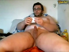 Smooth chubby cums on cleanex