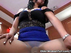 Latina japanes wife attack pantyhosed milf Veronica puts sex toys to work