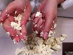 Hand Crush Fetish 女性が手で豆腐をクラッシュ