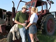 blondinka velik plen milf zajebal na družinske družinske kmetije usta polna cum