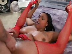 Big titted prostitutė Carmen Migla gags storas penis, prieš gaunant savo pūlingas pateko