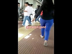 Very BIG Gand hugeg strong clips in tite blue jeans.mp4
