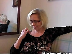 Mature in stockings fists her thailand cut cunt
