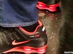 Candid mature ebony feet in sandals